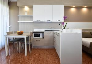 A kitchen or kitchenette at Residence all'Adige