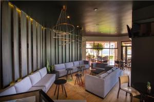 El salón o zona de bar de Panamericana Hotel Arica