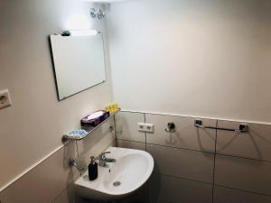 Ein Badezimmer in der Unterkunft Hotel Krone