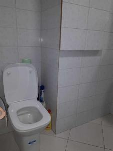 A bathroom at Апартаменты на Юбилейном 40/374