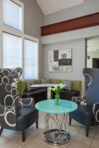 A seating area at Residence Inn Prescott