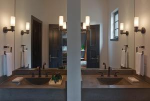 A bathroom at Hotel Domestique