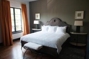 A bed or beds in a room at Hotel Domestique