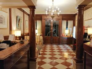 O saguão ou recepção de Hotel Falier