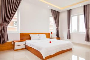 A bed or beds in a room at GerberaHome Trang villa