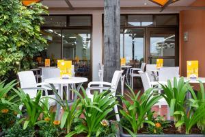 Un restaurante o sitio para comer en Globales Acuario