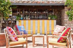 The lounge or bar area at Il Pellicano