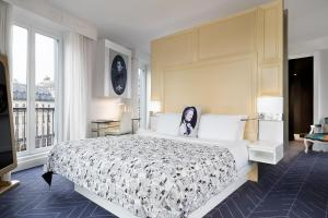 A bed or beds in a room at W Paris - Opéra