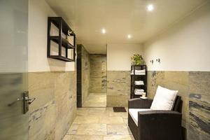 Een badkamer bij Hotel Igeler Säule