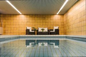 Het zwembad bij of vlak bij Hotel Igeler Säule