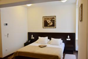 A bed or beds in a room at Celenga Apartments with Free Parking