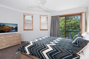A bed or beds in a room at Calinda Sol 7 Byron Bay