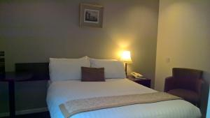 A bed or beds in a room at Highlander Hotel 'A Bespoke Hotel'