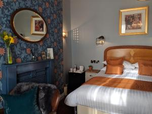 A bed or beds in a room at The Broadwater Guest House