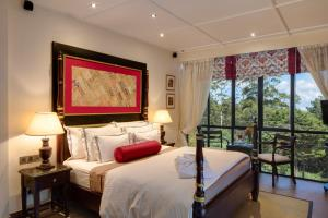 A bed or beds in a room at CheRiz Boutique Villa Hotel
