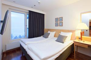 Säng eller sängar i ett rum på Holiday Club Tampere Spa