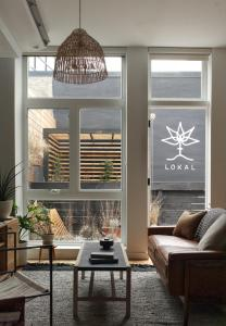 A seating area at Lokal Hotel Fishtown