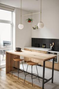 A kitchen or kitchenette at Lokal Hotel Fishtown