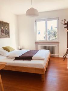 Ein Bett oder Betten in einem Zimmer der Unterkunft au jardin