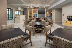 The lounge or bar area at Homewood Suites by Hilton Austin Downtown