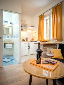 A kitchen or kitchenette at Apartment Bosiljak