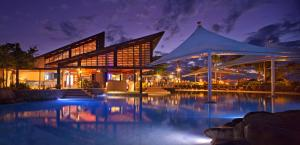 The swimming pool at or close to Radisson Blu Resort Fiji