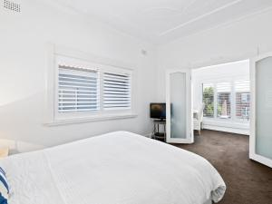A bed or beds in a room at The Bondi Beach Family Escape