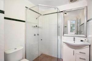 A bathroom at One Bedroom Apartment Gerard Street (GER29)