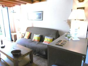 A seating area at Maisonnette Solenn