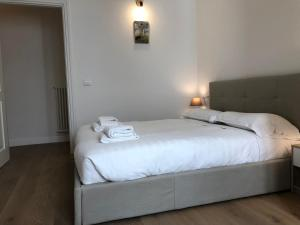 A bed or beds in a room at San Frediano Apartment