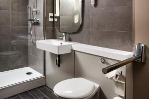 A bathroom at ibis Coventry South