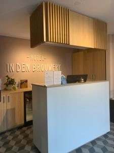 A kitchen or kitchenette at Hotel In den Brouwery