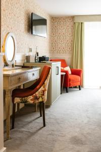 A kitchen or kitchenette at Didsbury House Hotel