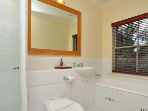 A bathroom at Villa 2br Chardonnay SS located within Cypress Lakes Resort (nothing is more central)