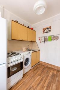 A kitchen or kitchenette at Мотивы Англии на Выхино