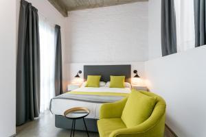 A bed or beds in a room at La Puerta de Palacio