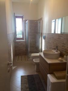A bathroom at Casa Vento dello Stagnone