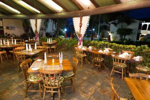 A restaurant or other place to eat at Hotel Club del Mar Oceanfront