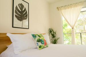 A bed or beds in a room at Casa Palma, Puerto Morelos