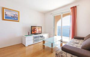 A television and/or entertainment centre at Apartments Villa Amalia