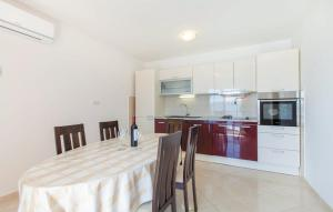 A kitchen or kitchenette at Apartments Villa Amalia