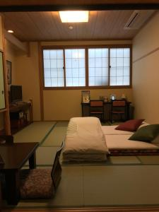 Кровать или кровати в номере Ryokan Sawaya Honten