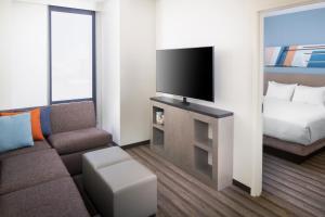 Telewizja i/lub zestaw kina domowego w obiekcie Hyatt House Nashville at Vanderbilt