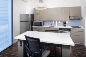 A kitchen or kitchenette at Hyatt House Nashville at Vanderbilt