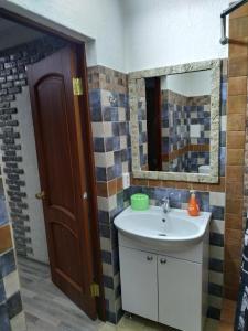 A bathroom at Milo Apart Hotel