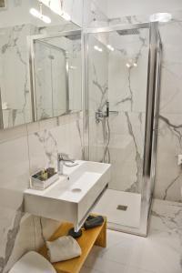 A bathroom at Hotel Tiffany