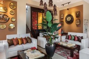 A seating area at CheRiz Boutique Villa Hotel