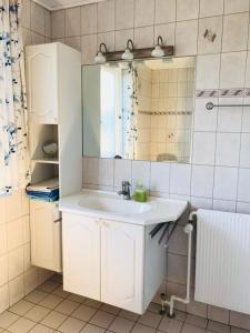 A kitchen or kitchenette at B&B Ishoej