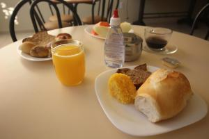 Breakfast options available to guests at Mosaico Hotel