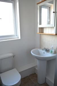 A bathroom at Beautiful Studio - Central London Zone 2